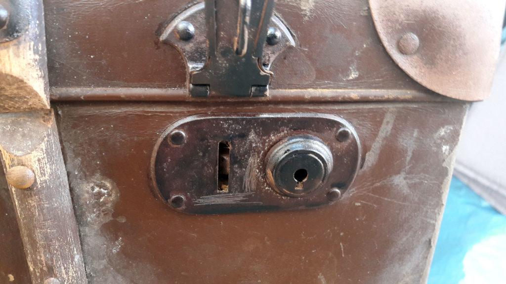 alter koffer verschluss