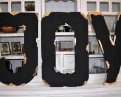 Buchstaben JOY in Schwarz mit Blattmetall