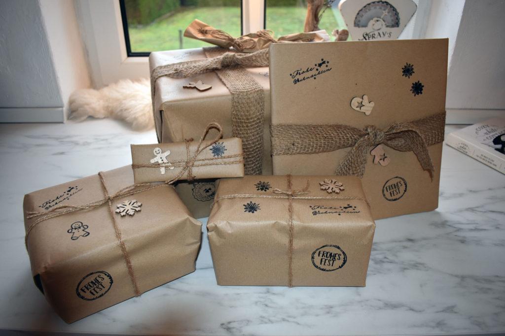 Geschenke nachhaltig verpackt mit Packpaier und Jute