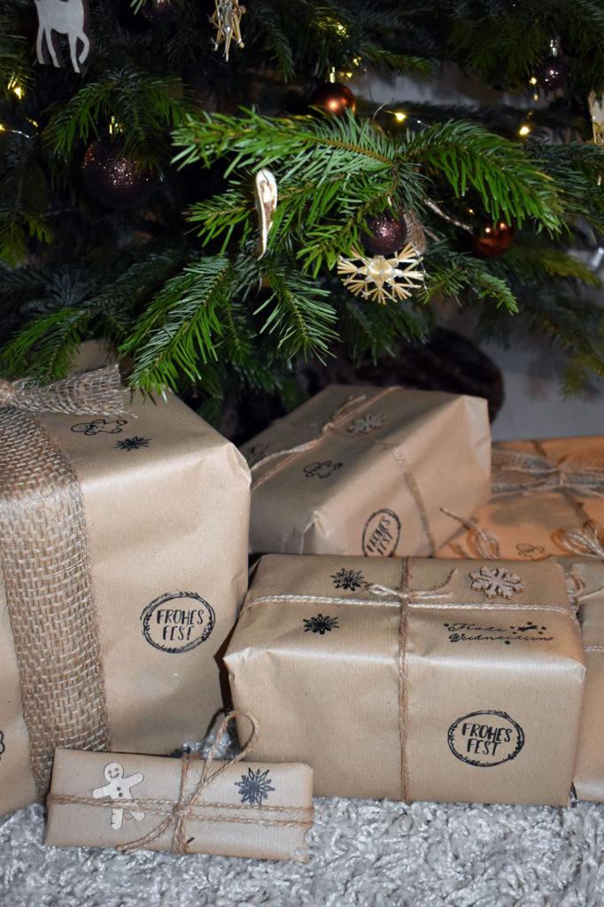 Nachhaltig verpackte Geschenke unterm Tannenbaum