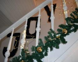 Weihnachtliches Treppenhaus