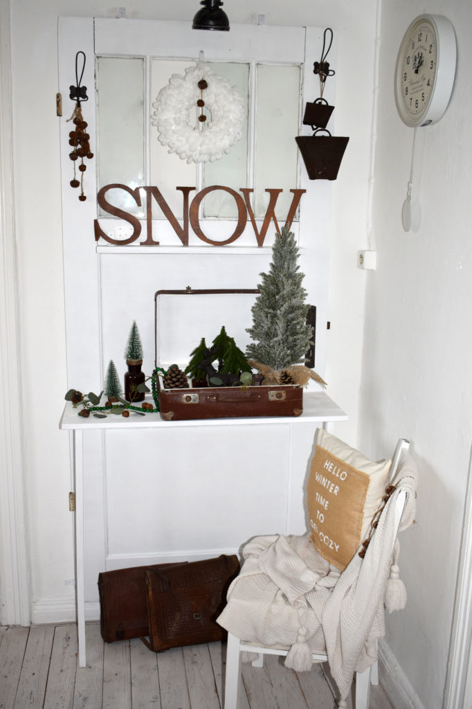 winterdeko landhaus shabby koffer snow