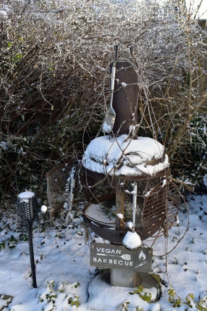 Grill im Winter Frost schnee