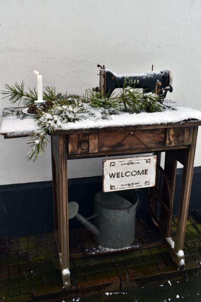 winterdeko schnee landhaus garten