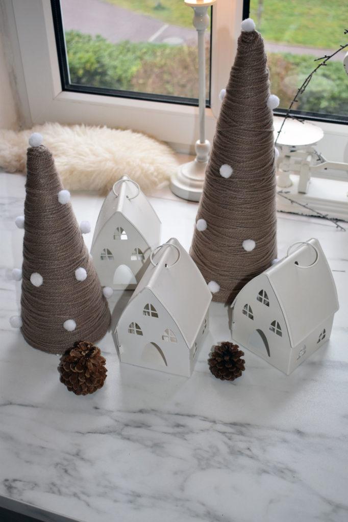 Tannenbäume zur Winterdekoration mit Wolle DIY