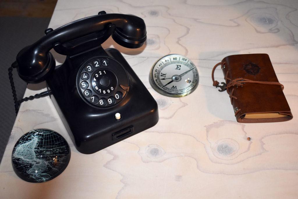 wohnzimmer industrialstyle altes telefon