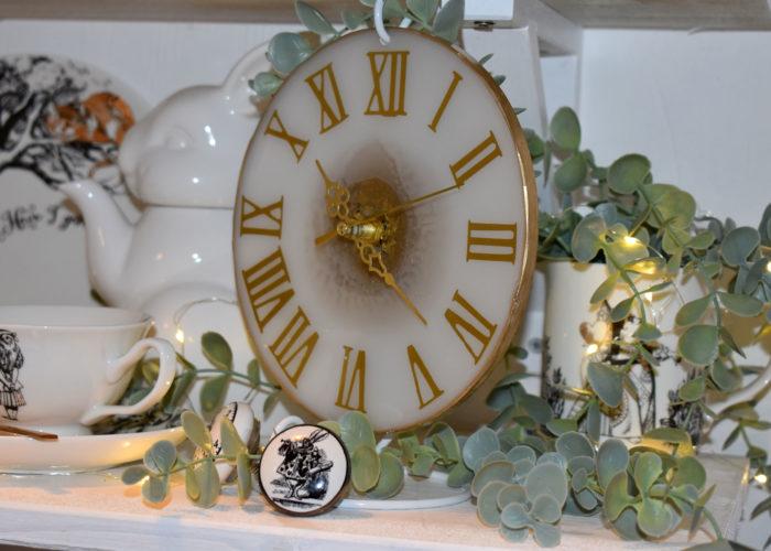 Neue Küchendeko mit wunderschöner Uhr aus Resin