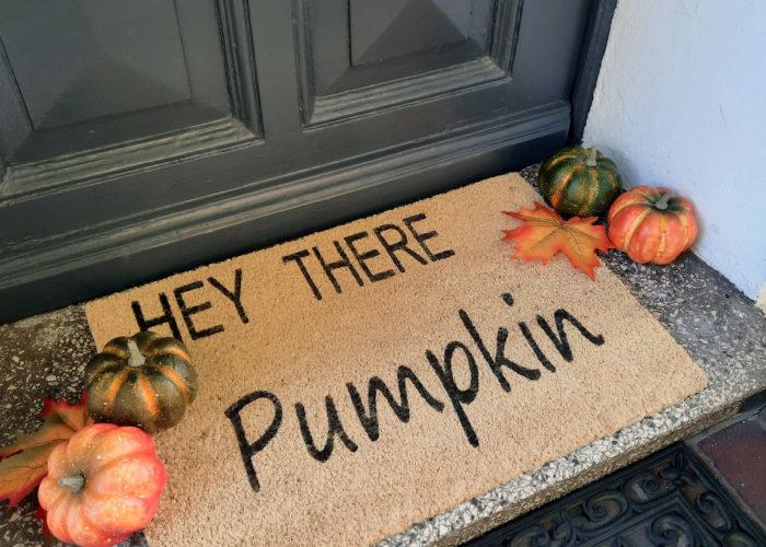 Herbstlicher Eingangsbereich